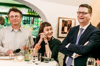 Bild: Ingo Schulze, Susanne Mayer und Thorsten Schäfer-Gümbel am Stehtisch auf der Frankfurter Buchmesse.